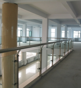 济宁豪华不锈钢玻璃护栏